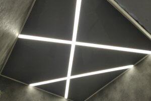 Натяжные потолки в Севастополе с подсветкой в виде световых линий
